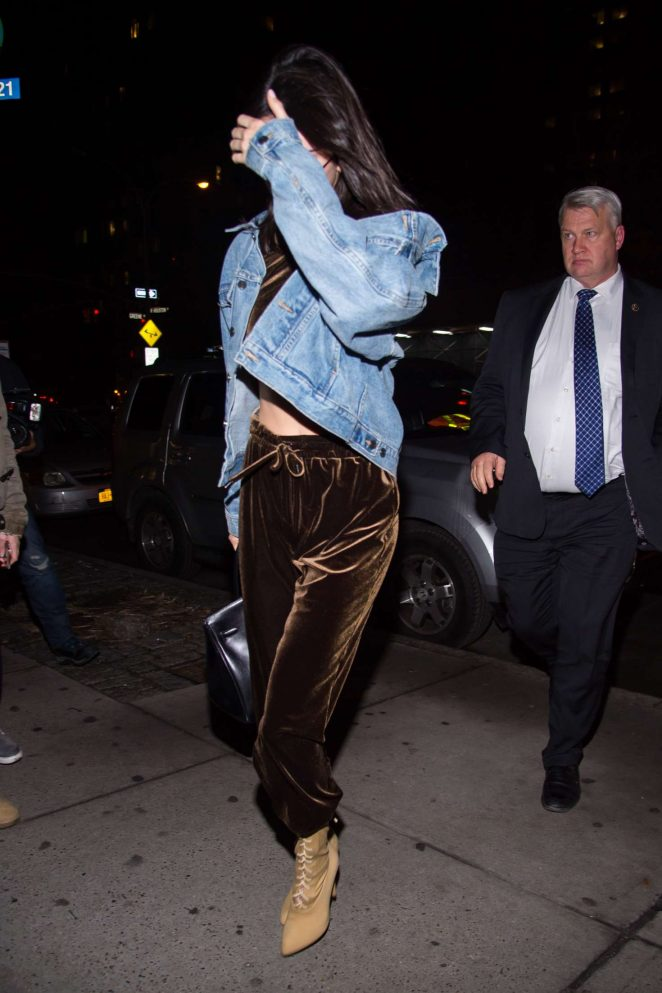 Kendall Jenner: Arriving at Kanyes apartment -05