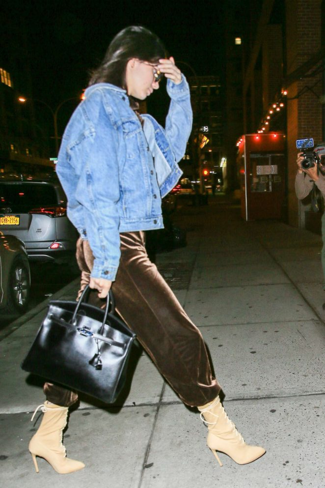Kendall Jenner: Arriving at Kanyes apartment -06