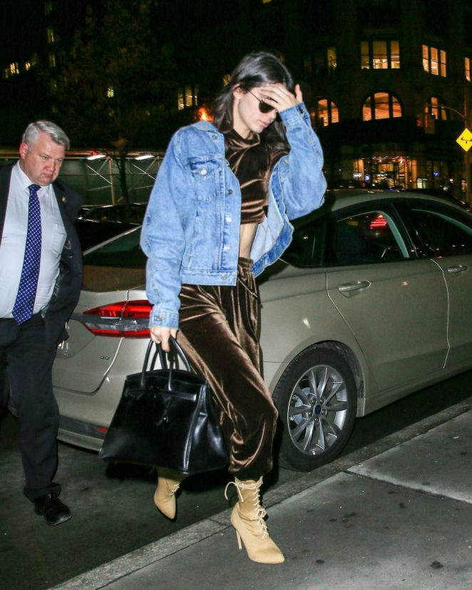 Kendall Jenner: Arriving at Kanyes apartment -12