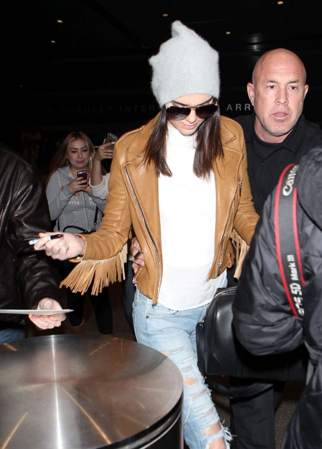Kendall Jenner 2015 : Kendall Jenner in Ripped jeans LAX -34