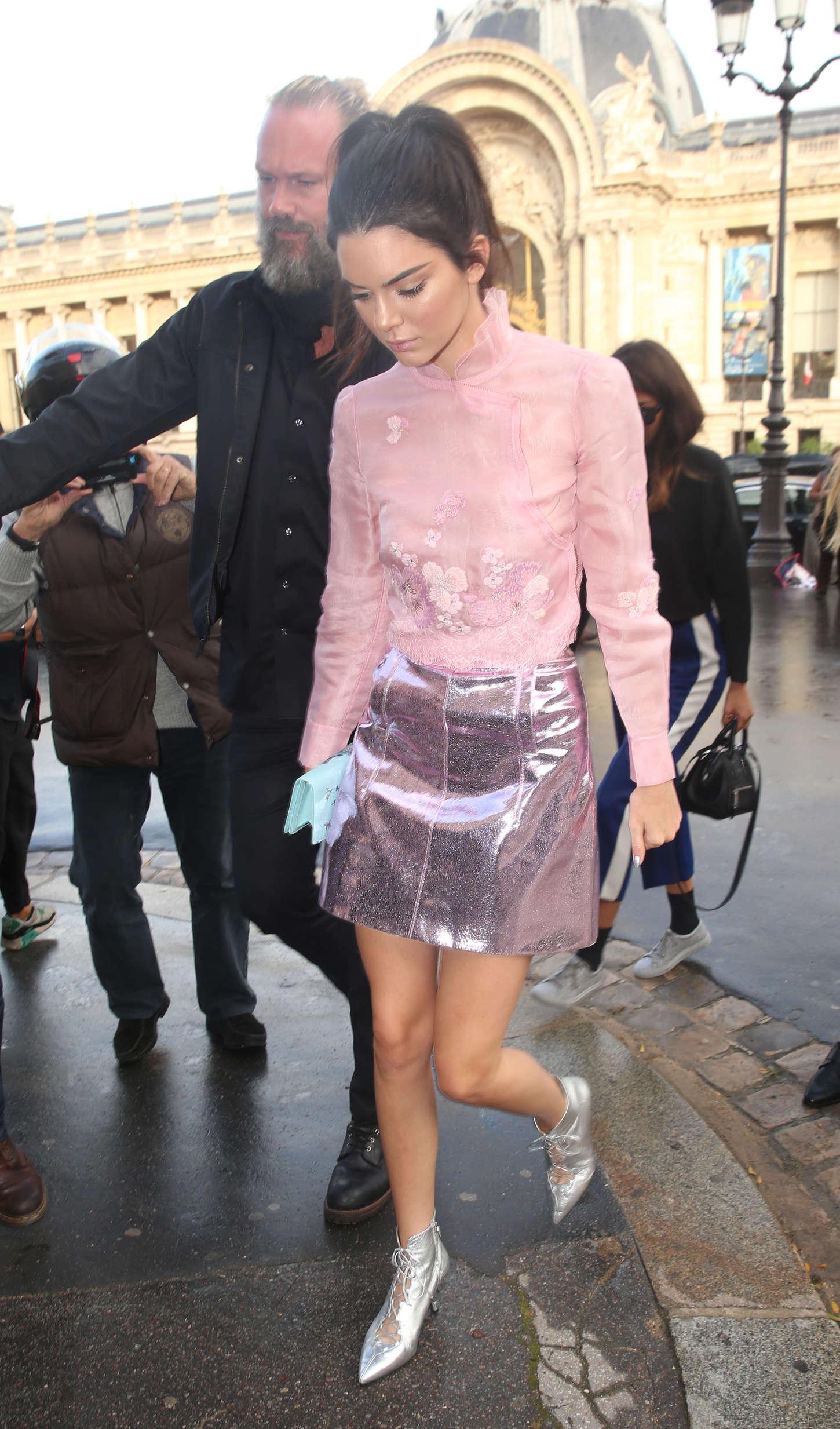 Kendall Jenner 2015 : Kendall Jenner: Arriving at Shiatz Chen Fashion Show -06