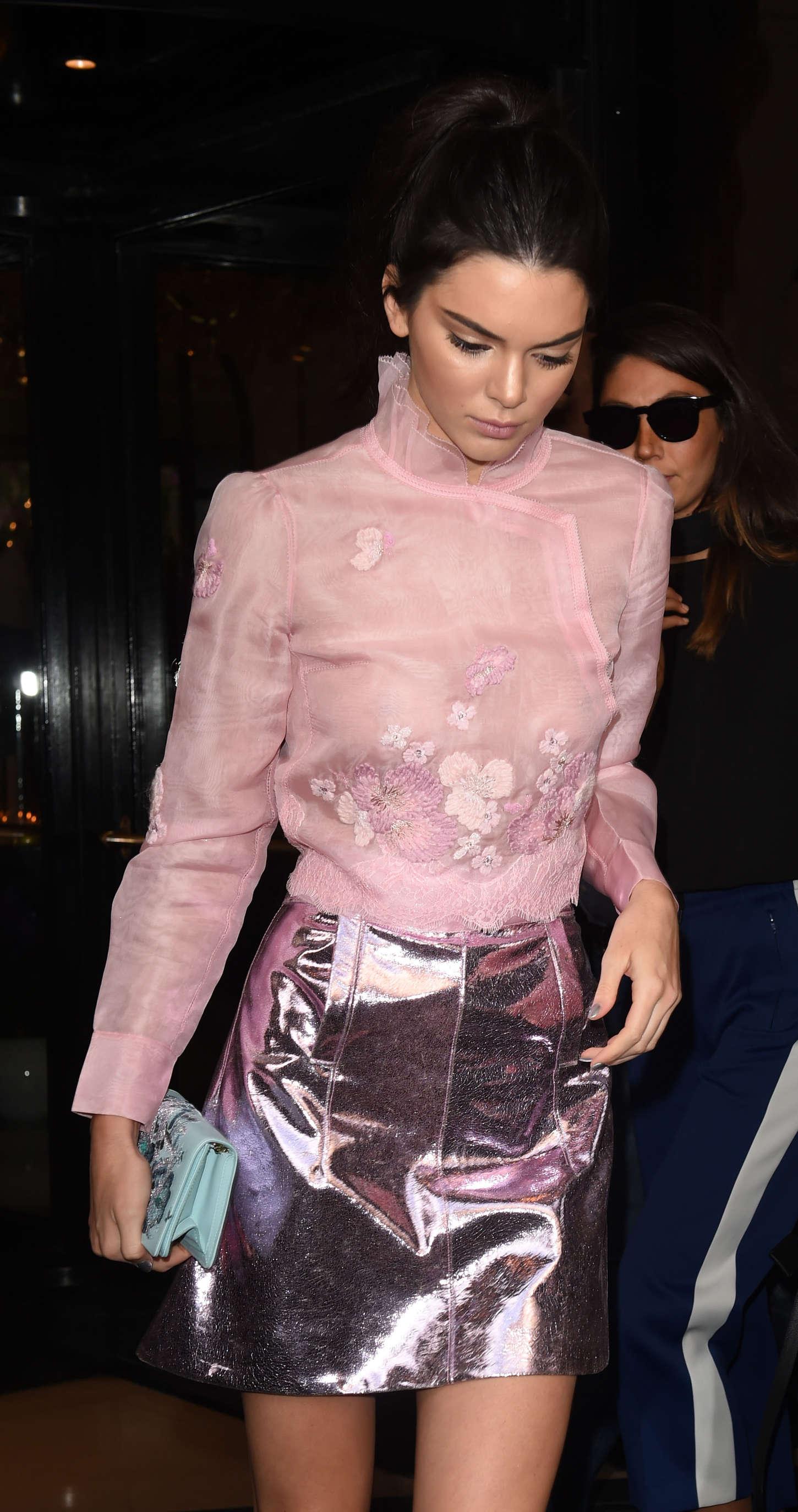Kendall Jenner 2015 : Kendall Jenner: Arriving at Shiatz Chen Fashion Show -18