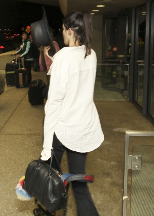 Kendall Jenner - Arriving at the airport in Washington