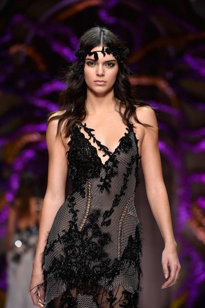 Kendall Jenner - Atelier Versace Show in Paris