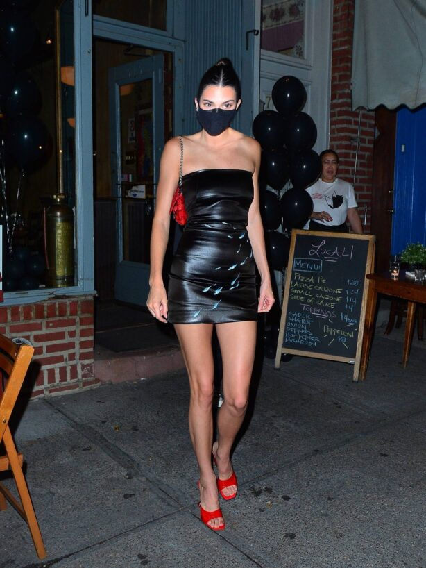 Kendall Jenner - Attends a friend's birthday party at Lucali in New York