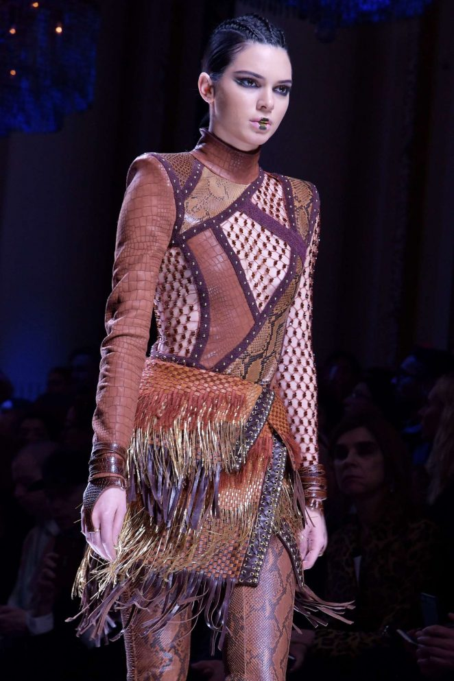 Kendall Jenner - Balmain Runway Show at 2017 PFW in Paris