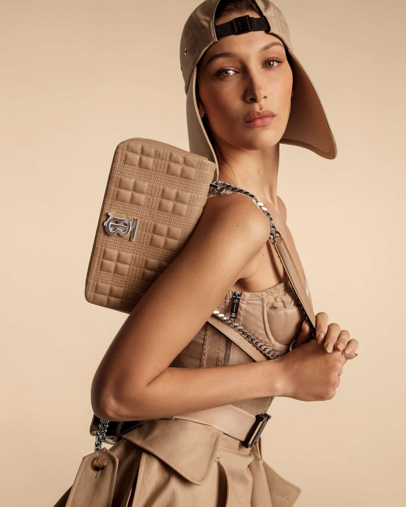 Kendall Jenner 2020 : Kendall Jenner Bella and Gigi Hadid – Burberry Campaign 2020-03