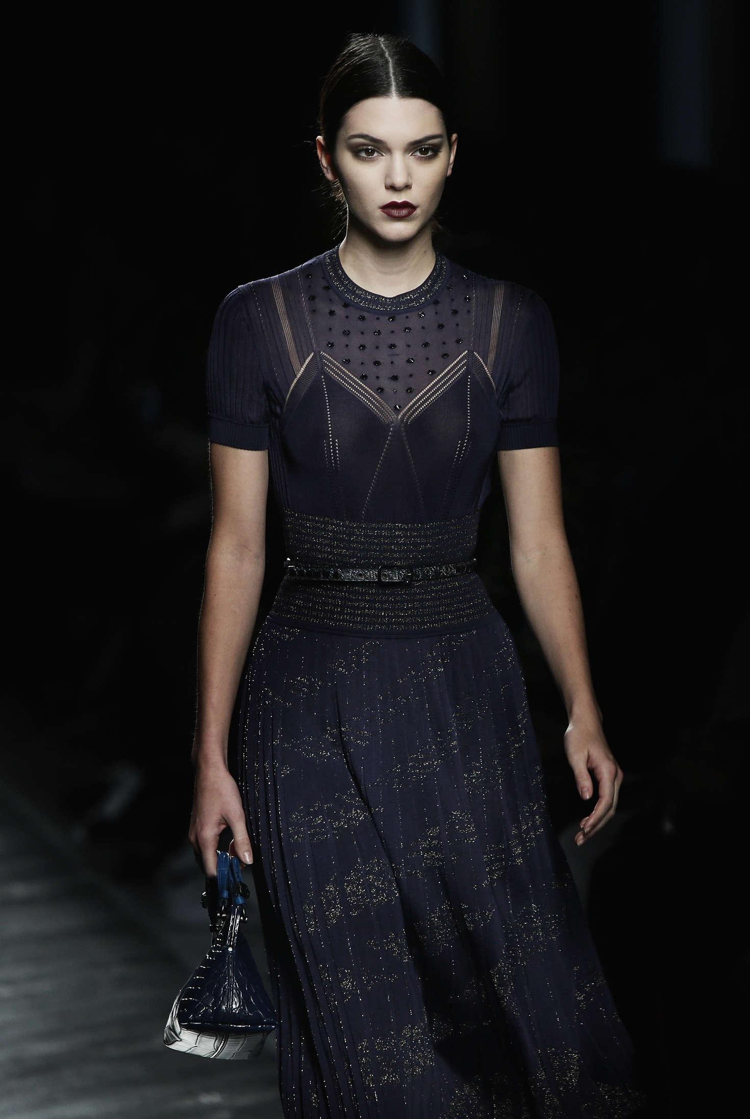 Kendall jenner bottega veneta fashion show 2016 in milan for Milan show 2016