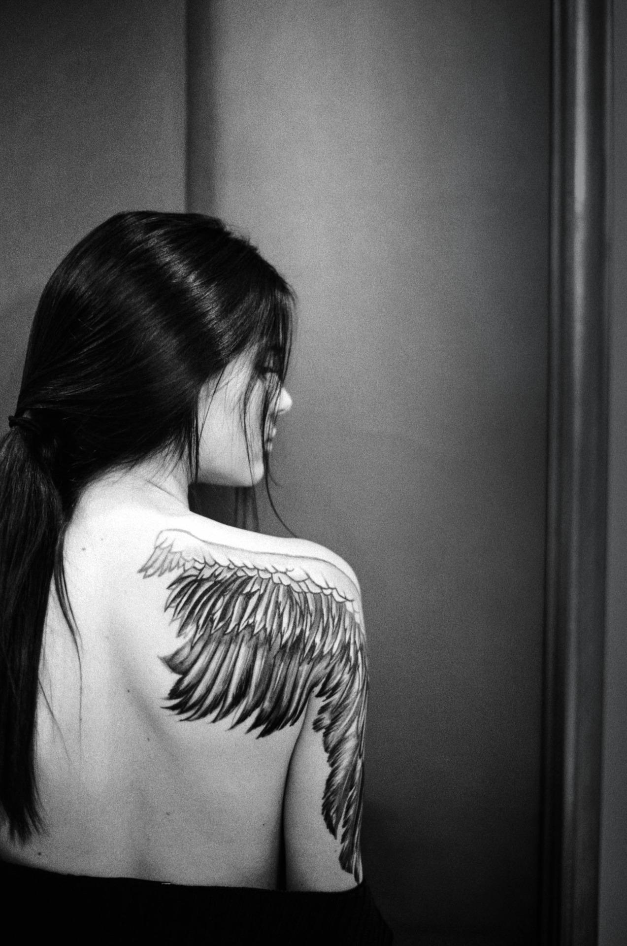 Татуировка одно крыло фото