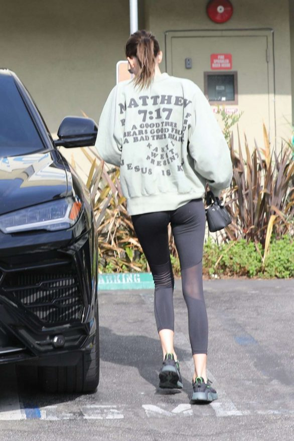 Kendall Jenner - Cute Street Style – Out in Beverly Hills