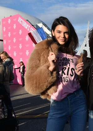 Kendall Jenner - Depart for Paris for 2016 Victoria's Secret Fashion Show in NYC