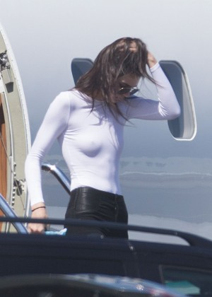 Kendall Jenner: Getting off a private jet -02