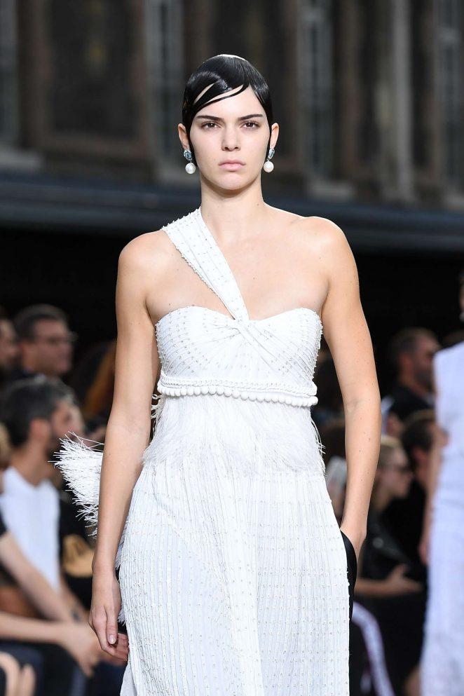 Kendall Jenner Givenchy Ss 2017 Paris Fashion Week 01 Gotceleb
