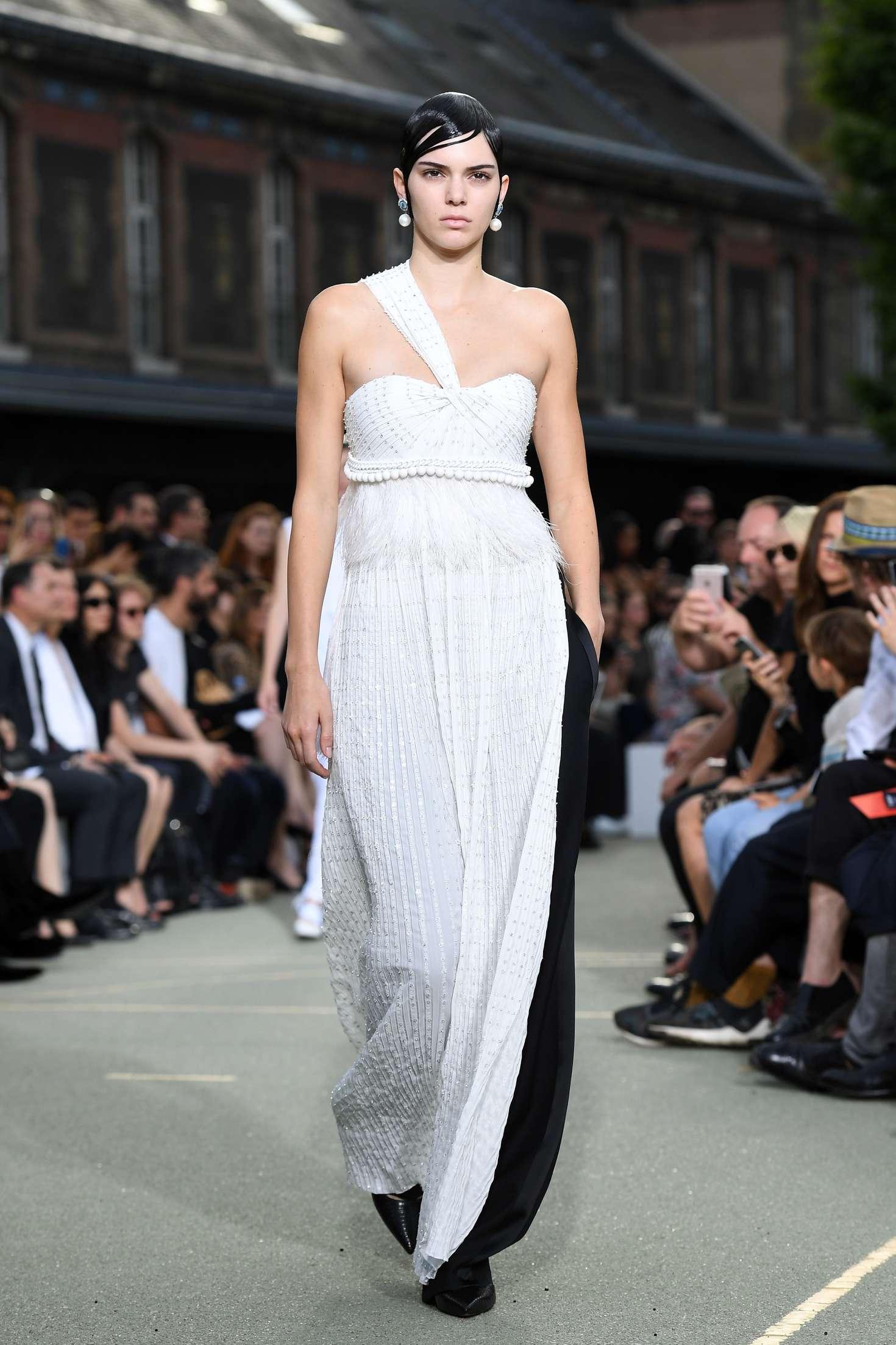 Kendall Jenner Givenchy Ss 2017 Paris Fashion Week 04