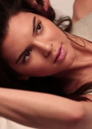 Kendall Jenner: GQ 2015 (Behind the Scenes) -08
