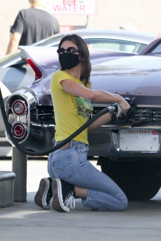Kendall Jenner - Grab lunch with a friend in Malibu