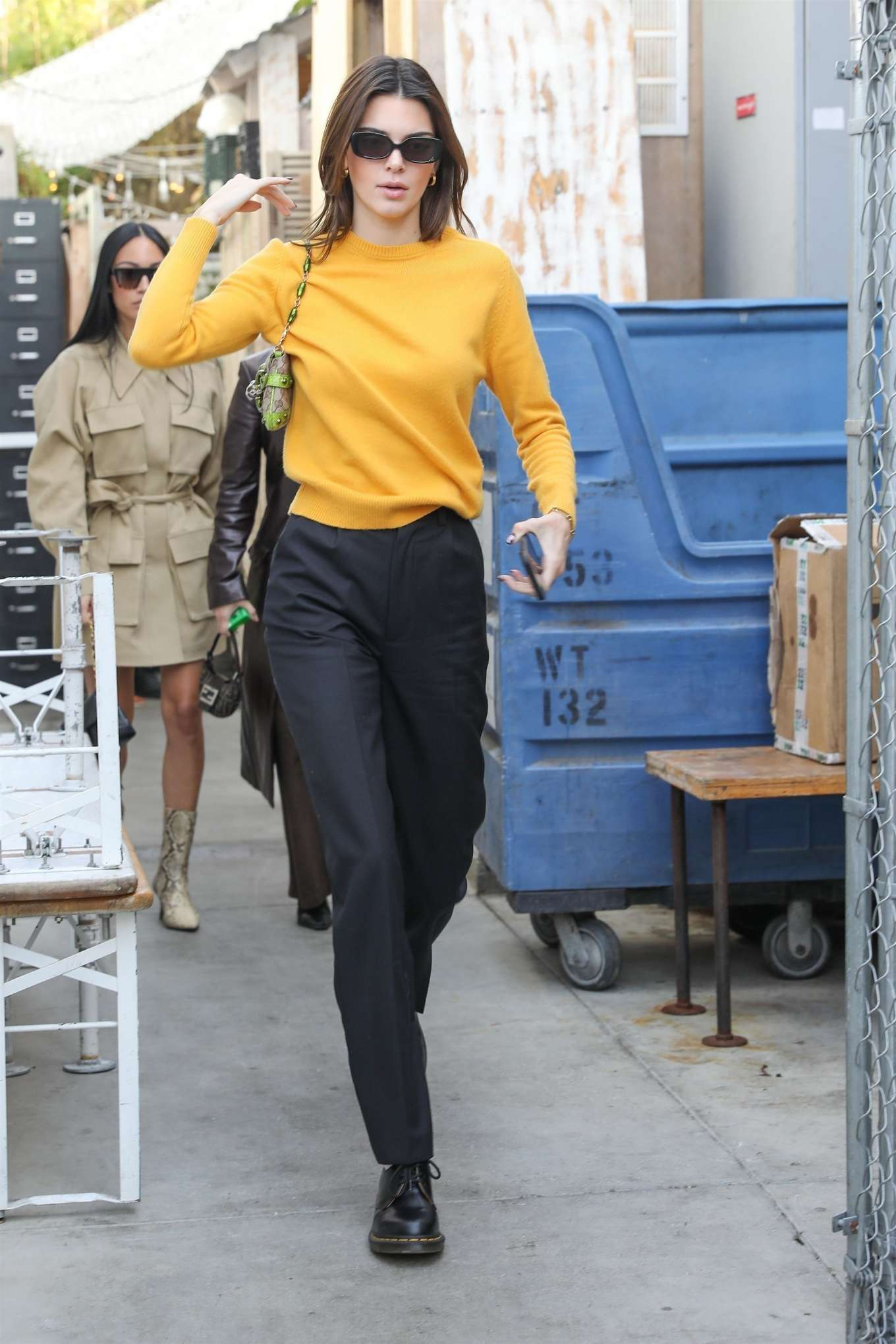 Kendall Jenner 2020 : Kendall Jenner – Grabs a bite at the Butchers daughter in Venice-04