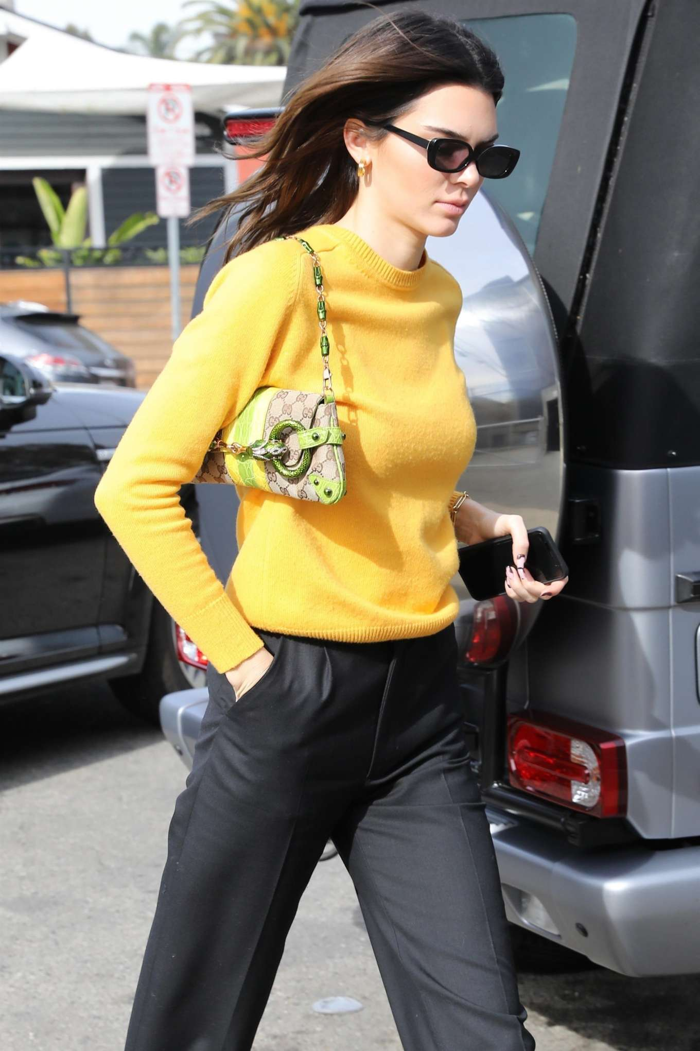 Kendall Jenner 2020 : Kendall Jenner – Grabs a bite at the Butchers daughter in Venice-05