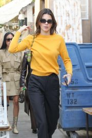 Kendall Jenner - Grabs a bite at the Butcher's daughter in Venice