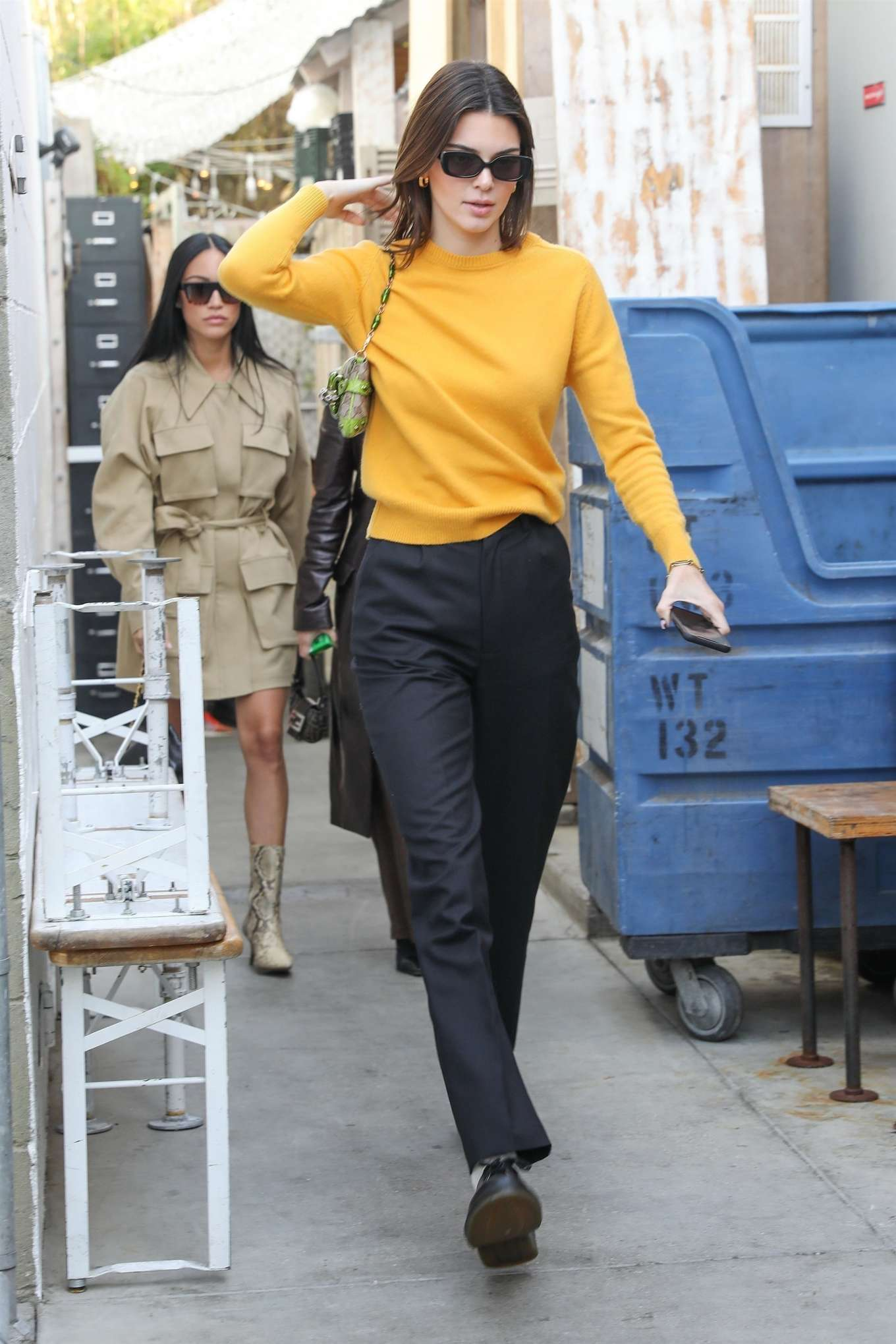 Kendall Jenner 2020 : Kendall Jenner – Grabs a bite at the Butchers daughter in Venice-10