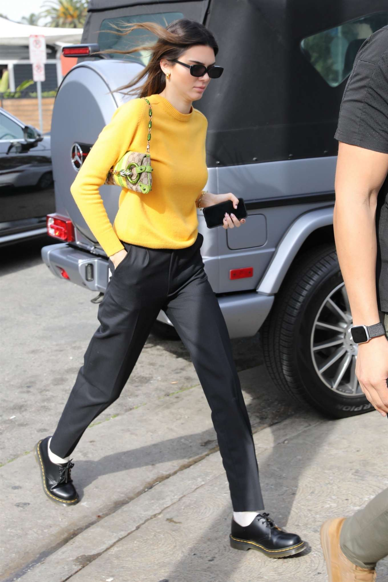 Kendall Jenner 2020 : Kendall Jenner – Grabs a bite at the Butchers daughter in Venice-13