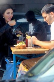 Kendall Jenner - Grabs tacos with a mystery man in Los Angeles