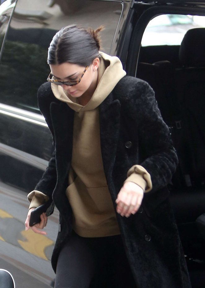 Kendall Jenner - Heads to photoshoot in Paris