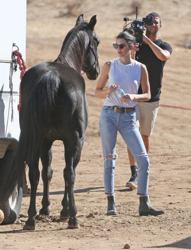Kendall Jenner - Horseback Riding in Santa Clarita