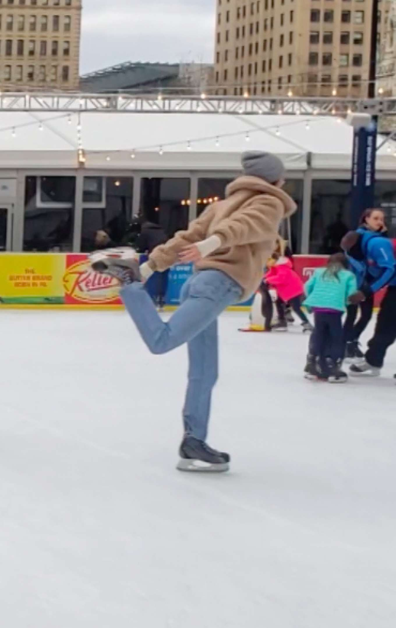 Kendall Jenner – Ice Skating In Philadelphia