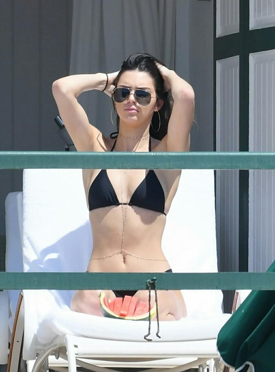 Kendall Jenner in Black Bikini Pic 8 of 35