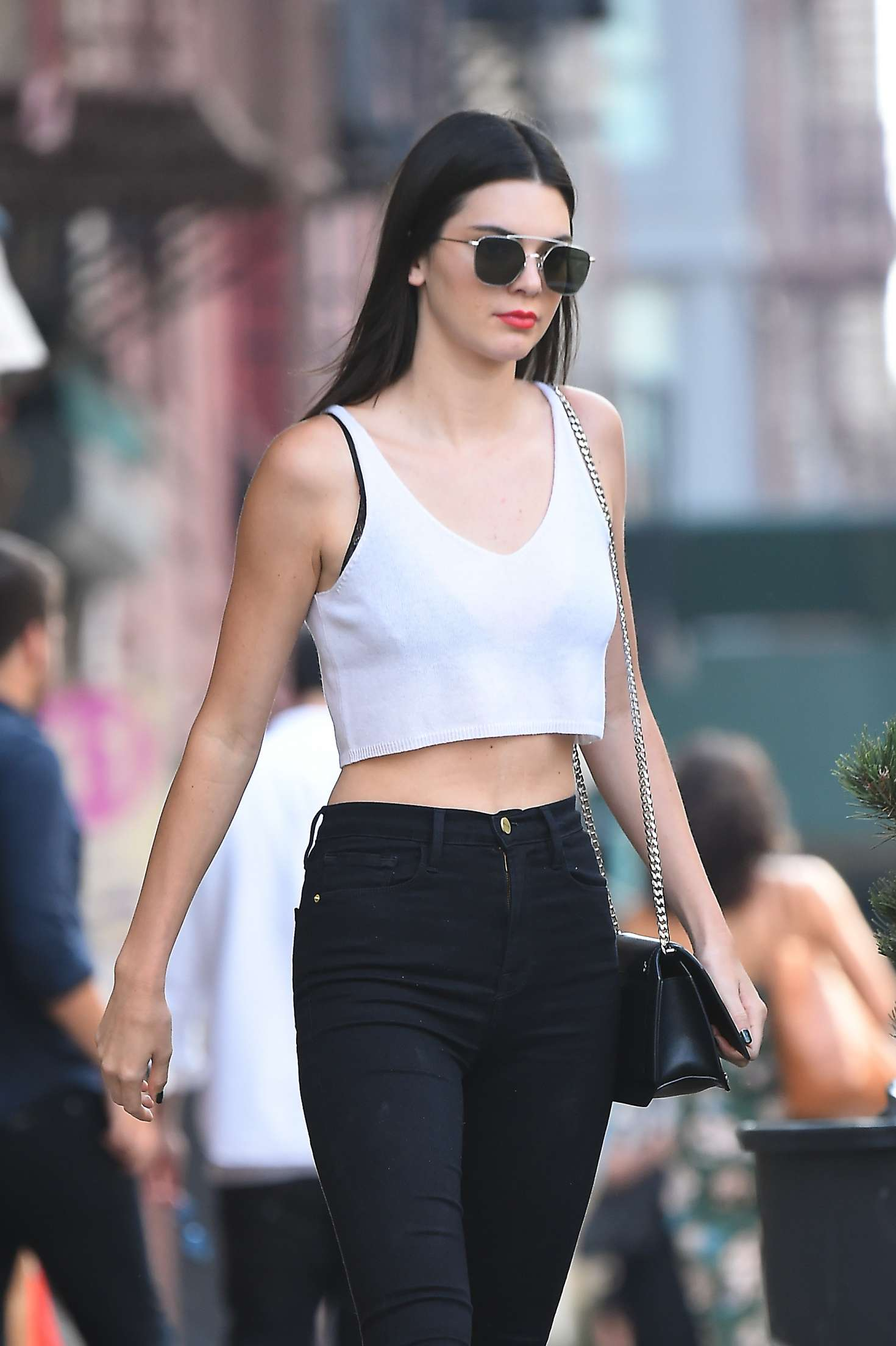 Images Hailee Steinfeld >> Kendall Jenner Booty in Black Jeans -08 - GotCeleb