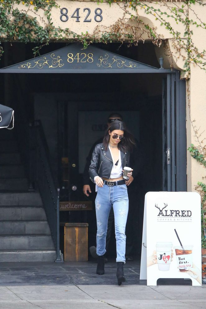 Kendall Jenner 2016 : Kendall Jenner in Jeans at Alfred Coffee -10