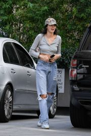 Kendall Jenner in Ripped Jeans - Shopping in Los Angeles