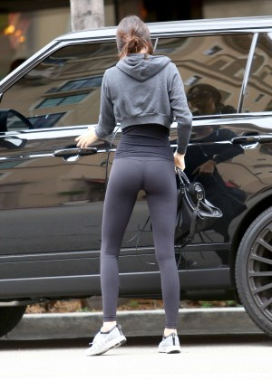 Kendall Jenner Booty in Tights -01