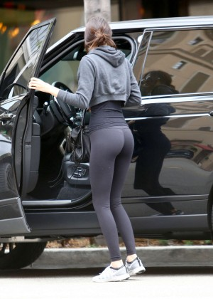 Kendall Jenner Booty in Tights -03
