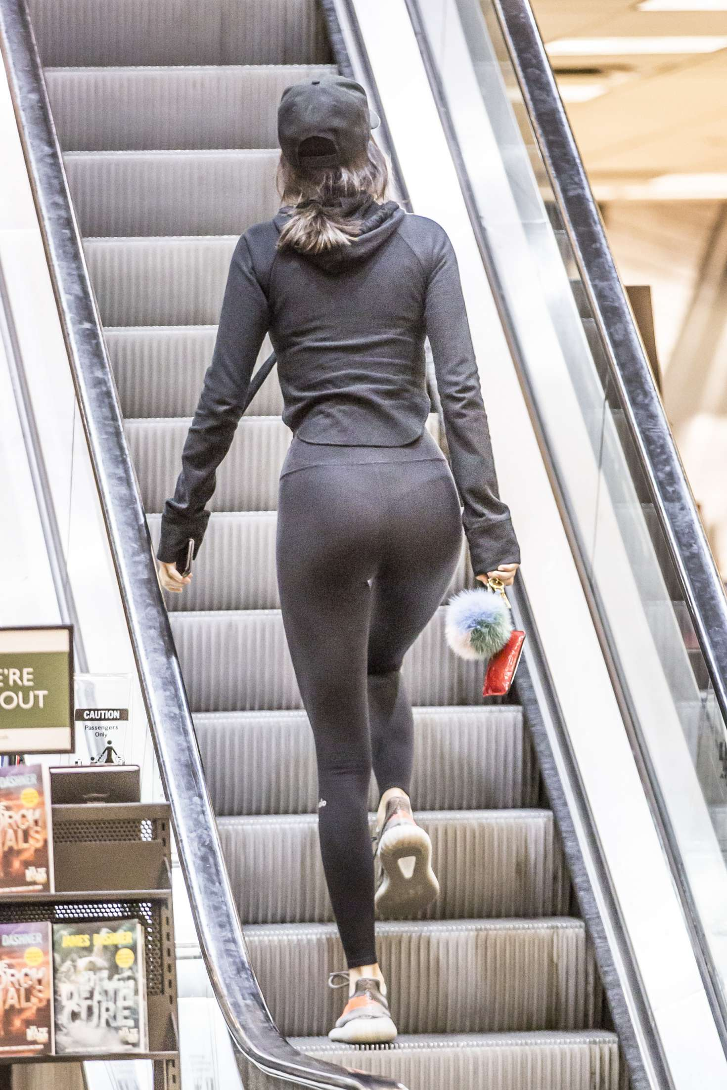 Kendall Jenner in Tights Shopping at Barnes and Noble in Calabasas