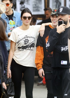 Kendall Jenner in Tights Shopping at the Rose Bowl in Pasadena