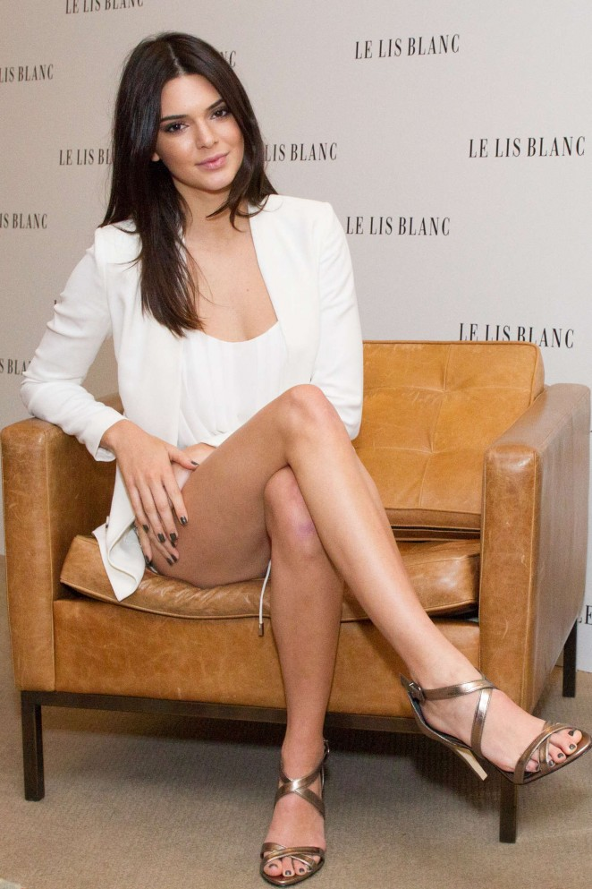Kendall Jenner - Le Lis Blanc Photocall in Sao Paulo