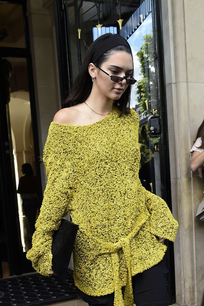 Kendall Jenner Leaves her hotel in Paris