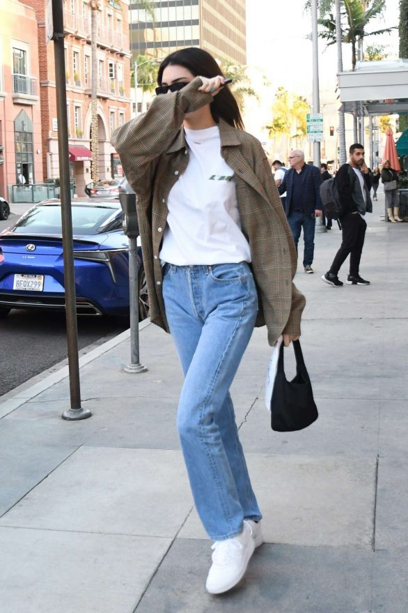Kendall Jenner - Leaves the pharmacy in Beverly Hills