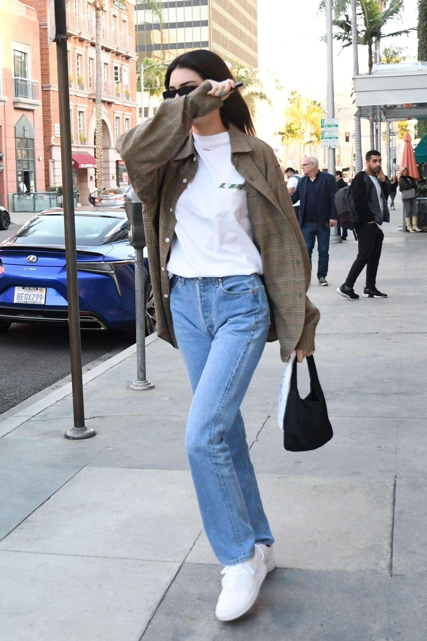 Kendall Jenner - Leaves the pharmacy in Beverly Hills