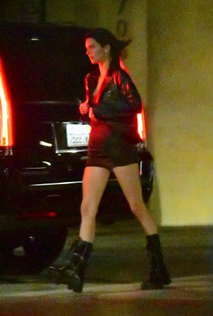 Kendall Jenner - Leaving Nobu with Devin Booker in Malibu