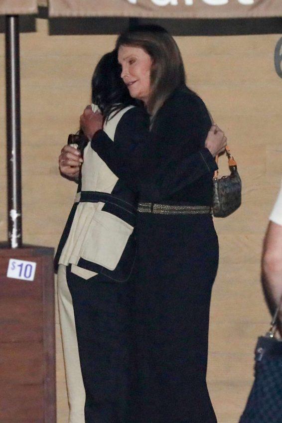 Kendall Jenner 2019 : Kendall Jenner – Leaving the Nobu Restaurant-02