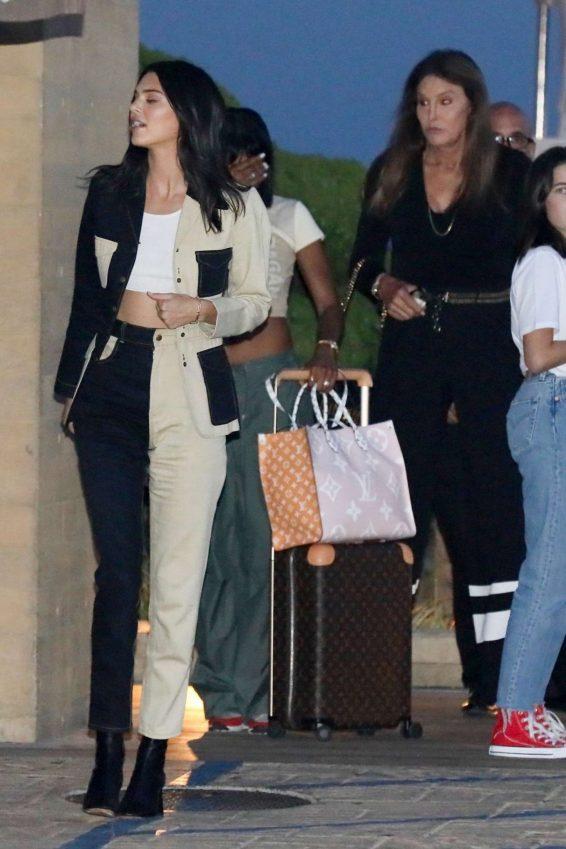 Kendall Jenner 2019 : Kendall Jenner – Leaving the Nobu Restaurant-03