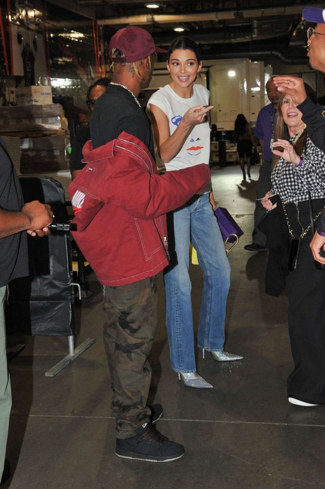 Kendall Jenner: Los Angeles Lakers and the Houston Rockets game -08