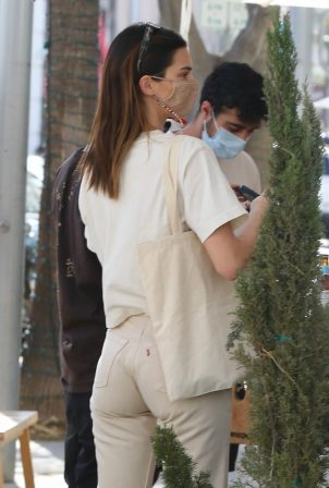 Kendall Jenner - Lunch at Nate 'n Al's in Beverly Hills