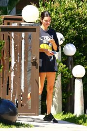 Kendall Jenner - Morrning stroll in Beverly Hills