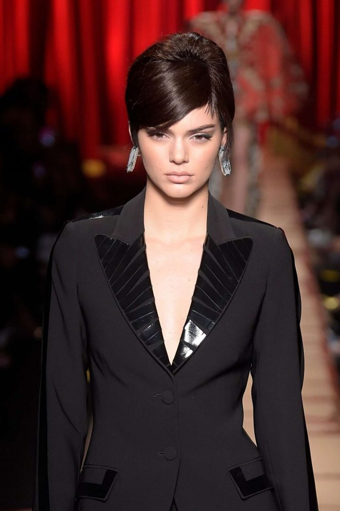 Kendall Jenner - Moschino Runway Show at MFW 2017 in Milan