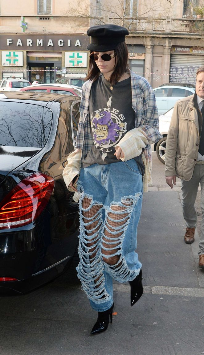 Kendall Jenner – Out and about in Milan