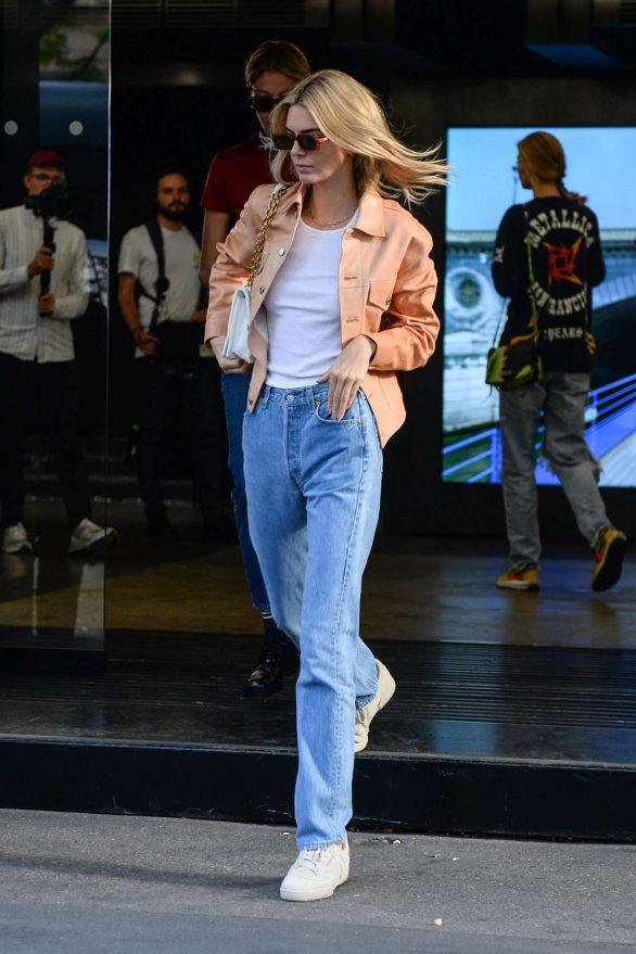 Kendall Jenner - Out during Milan Fashion Week